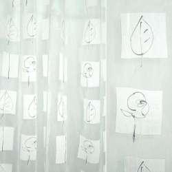 органза деваре белая с абстр.черными цветами и лист.в