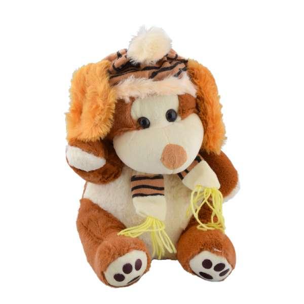 собака св. коричневая с белой мордочкой,шапкой и шарфом