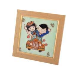 Картина настольная керамика эмаль пара на машине бежевая рамка 19х19х1,5 см