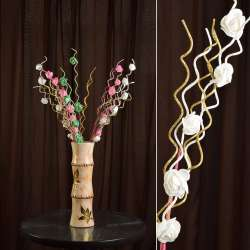 Искусственная веточка 75 см с розочками и золотистой спиралью белая